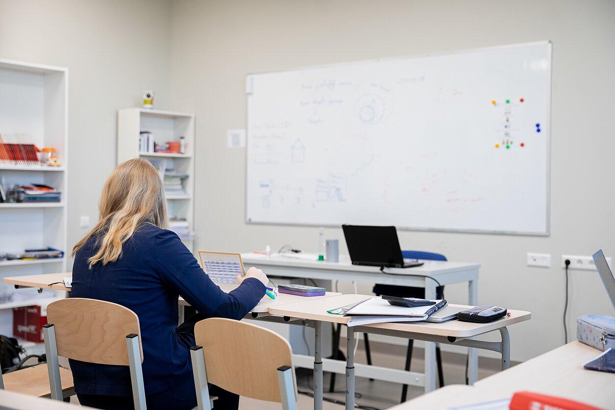 Ministerijos atstovė: kol kas neaišku, ar mokytojai poilsiui gaus 100 eurų