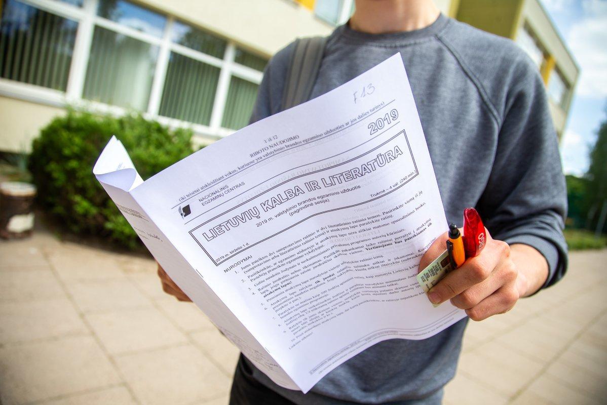 Dešimt balų. Kodėl valstybinis lietuvių kalbos egzaminas tapo panašus į loteriją?